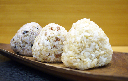 日本ニーダーでつくる簡単レシピ! vol.1「プチプチ食感がおいしい!発芽玄米入りおにぎり」