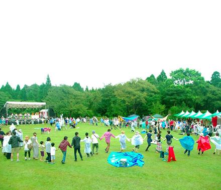 森の中の廃校を舞台にしたフェスティバル!『グッドネイバーズ・ジャンボリー』
