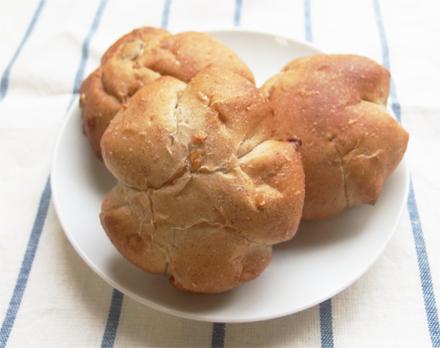 〈日本ニーダー〉でつくる簡単レシピ!vol.3「くるみとレーズンの全粒粉パン」