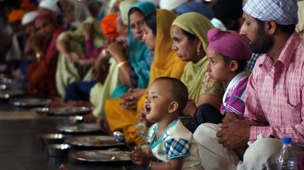 舞台はインド〈黄金寺院〉の無料食堂! ドキュメンタリー映画『聖者たちの食卓』が公開中。