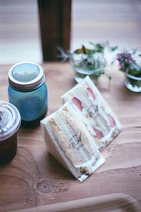 フレッシュな野菜とフルーツのサンドイッチ、<br>本を楽しむお店「Bird 代官山」がオープン!
