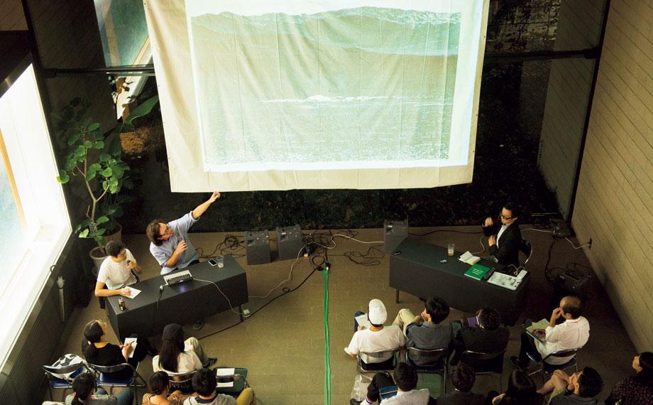 THE TOKYO ART BOOK FAIR<br>ニューヨーク近代美術館 図書館司書 デイヴィッド・シニア<br>アーティストブックの歴史を辿る[中編]
