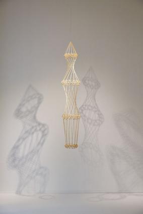 麦わらの彫刻展『種子の呼吸』が静岡「クレマチスの丘」で開催中。12月は、フィンランドの伝統装飾、ヒンメリワークショップを東京で開催