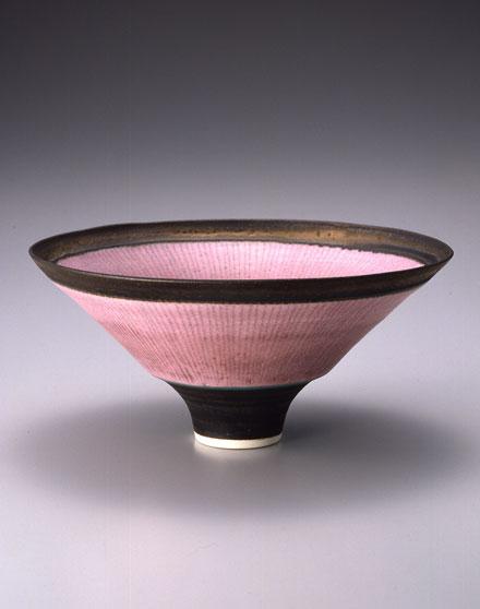 缶バッチ付きご招待券をプレゼント! 20世紀を代表する陶芸家、ルーシー・リーの展覧会が静岡市美術館で開催